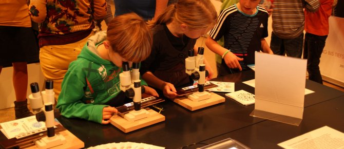 "<span>Autumn Holidays Programme ""Globi and the smallest master builders of the world"" (18 October - 2 November 2014)</span>"