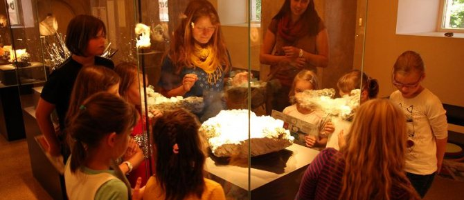 "<span>Summer Holiday Programme ""Hand axe, paint, TV: Minerals from the stone-age until now"" (19 July – 31 August 2014, Thursday – Sunday).</span>"