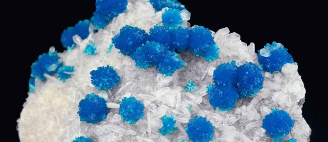 <span>Cavansite, Stilbite, Wagholi by Pune, Maharashtra, India, 10 x 6 cm, Photo: Jörg Wittig, Dresden. </span>