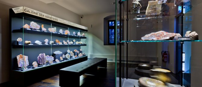 <span>Mineralogical Collection Germany at the Krügerhaus, Gallery of the Varieties IV, Photo: werbefotografen-dresden.de</span>