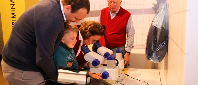 "<span>Even the youngest visitors investigate in the crime case in the exhbition ""CSI Freiberg. A murder mystery in terra mineralia"". Photo: Luisa Maria Dietrich, terra mineralia. </span>"