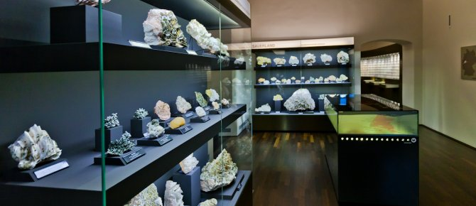 <span>Mineralogical Collection Germany at the Krügerhaus, Minerals from the Sauerland, Photo: werbefotografen-dresden.de</span>