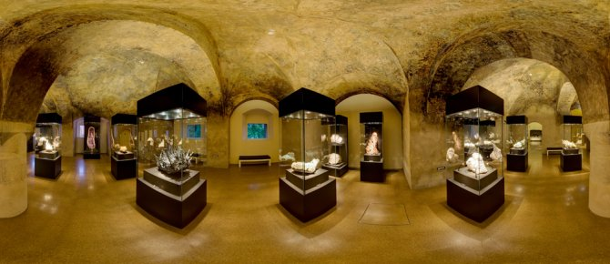 <span>The trasure chamber - the heart of the collection with the most spectacular objects of the exhibition terra mineralia. </span>